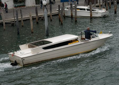 Taxi boat standard